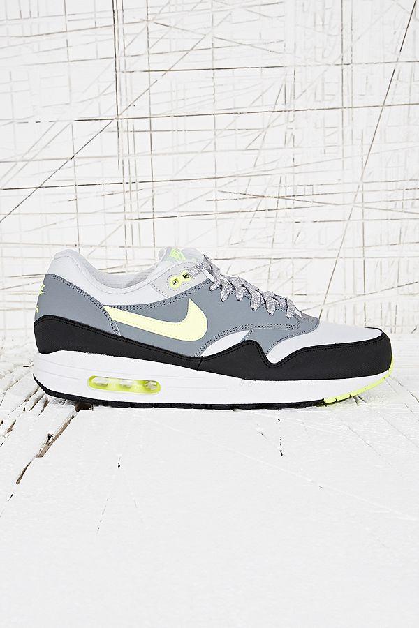 bas prix bf504 8c379 Nike - Baskets Air Max 1 noir et gris | Urban Outfitters FR