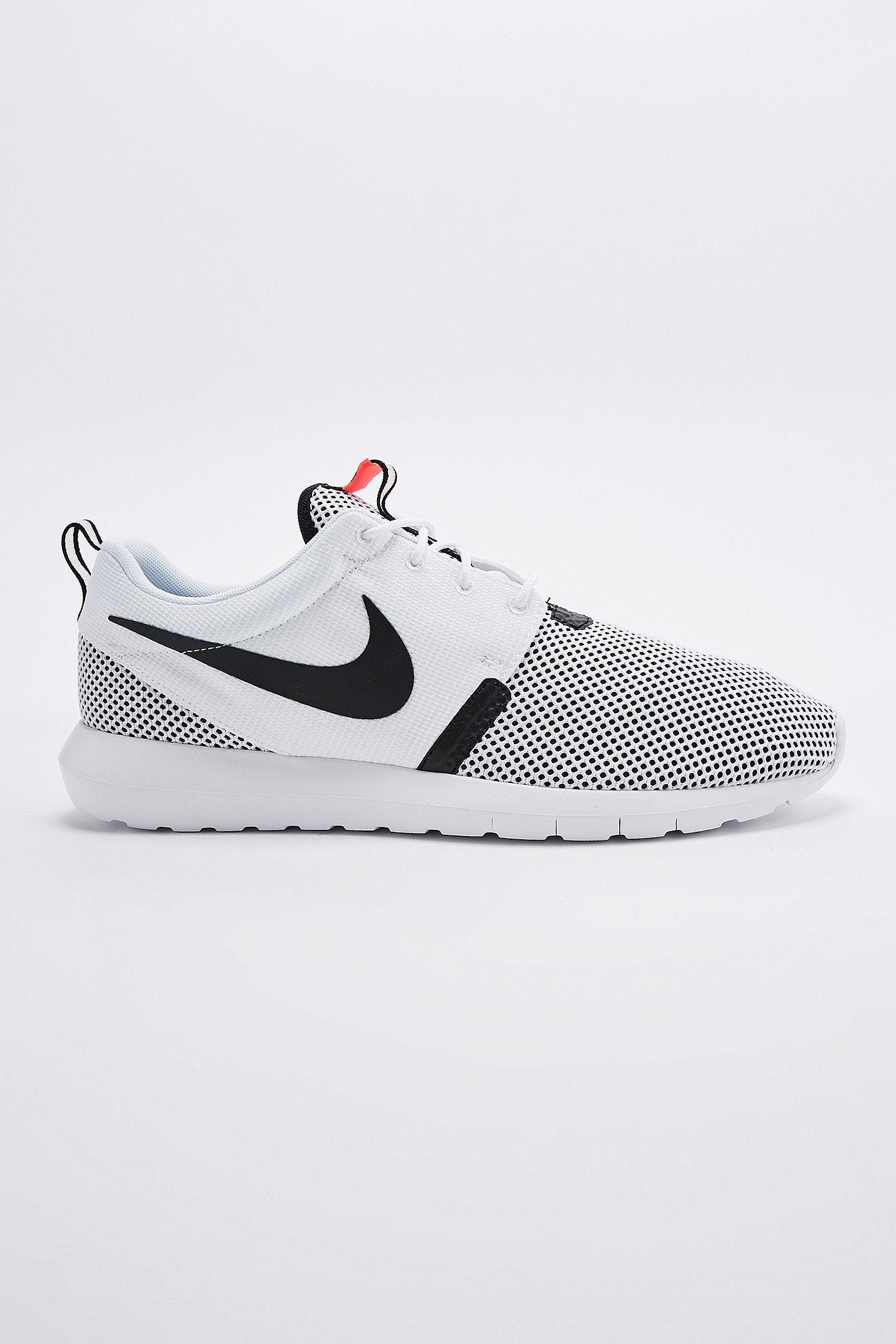 89757e04117cc Nike Roshe Run NM BR Trainers in White and Black