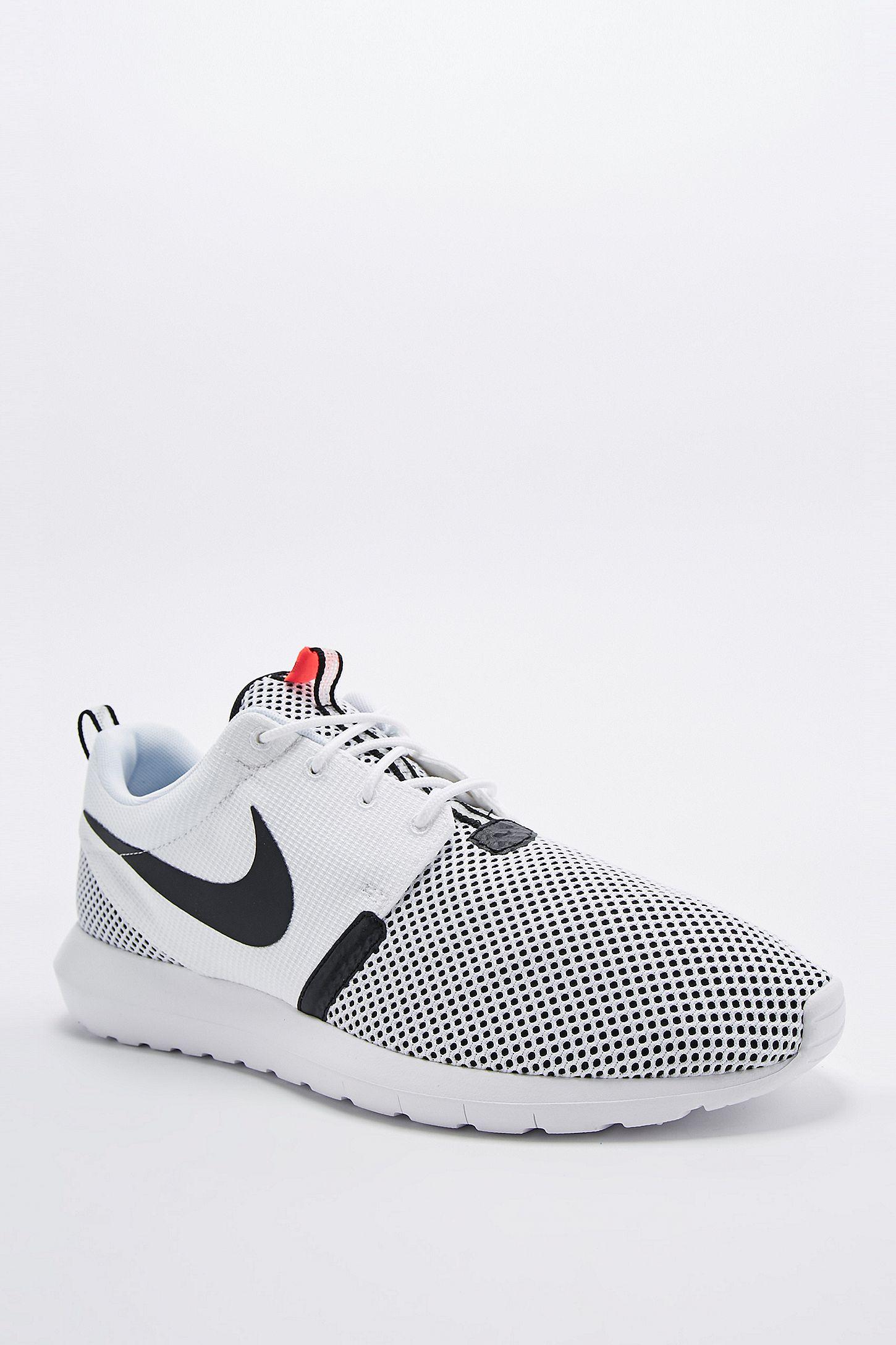 46ff1e4a171e Slide View  5  Nike Roshe Run NM BR Trainers in White and Black