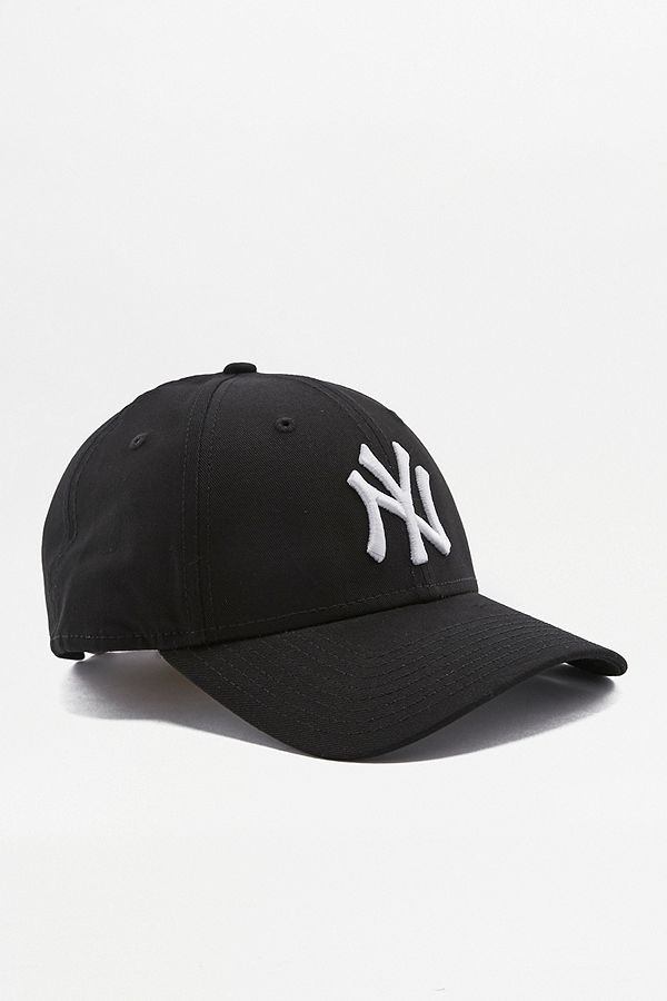 32618c25b9e9f5 New Era 9FORTY NY Yankees Black Cap | Urban Outfitters UK