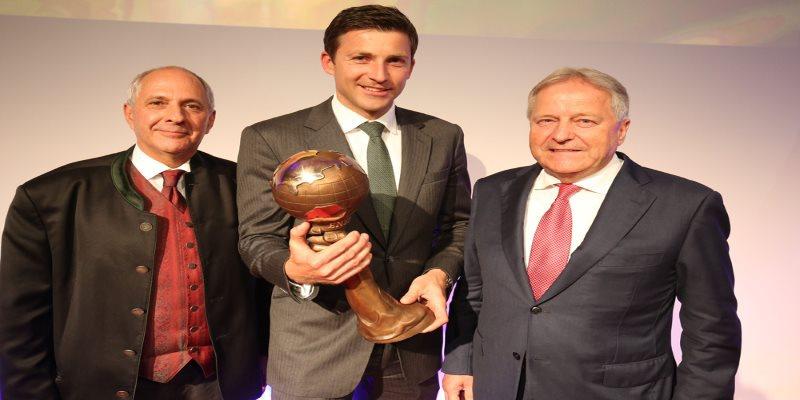 Günther Helm mit Award