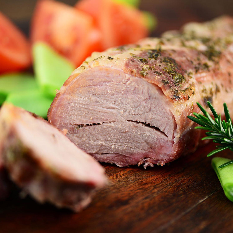 Gekochte Schweinsbrust in Milchkren mit Rotem Rübengemüse