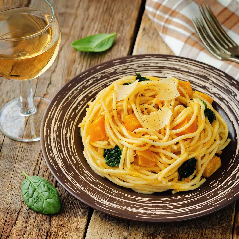 Herbstliche Pasta mit Kürbis und Kürbiskernen