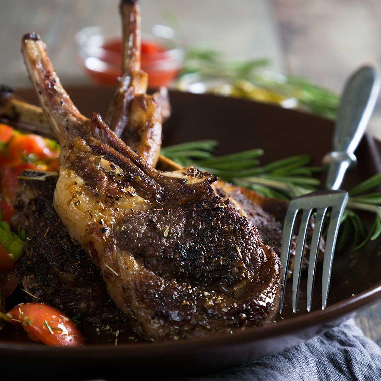 Lamm-Steaks mit Buttergemüse