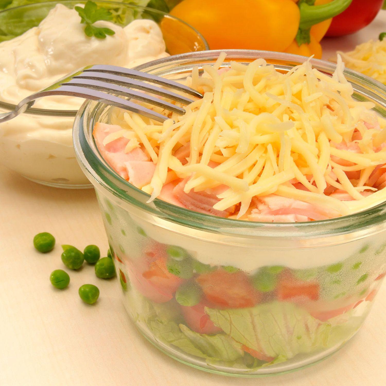 Nudel-Schichtsalat