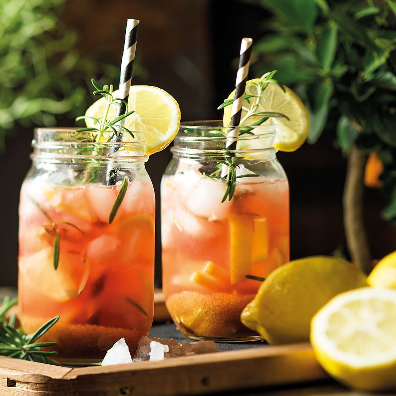 Zirben-Kräuter-Cocktail