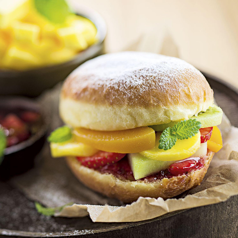 Krapfenburger gefüllt mit Obst