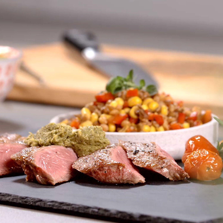 Rump-Steak mit Linsensalat und Ofentomaten