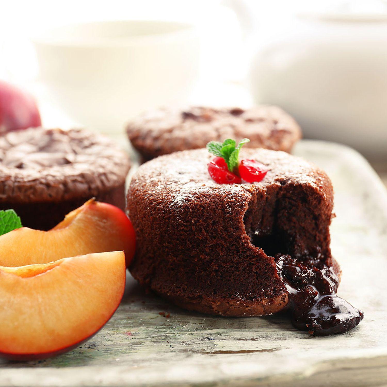Warmer Schokoladekoch mit Portweinzwetschken