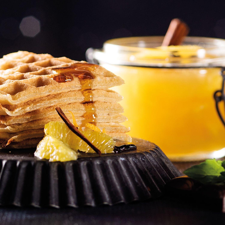 Lebkuchenwaffeln mit warmem Orangenragout