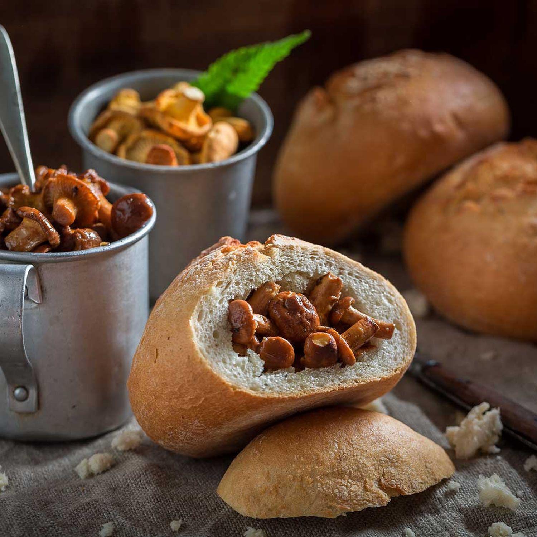 Krapfen gefüllt mit Pilzen, Kräutern und Créme frâiche