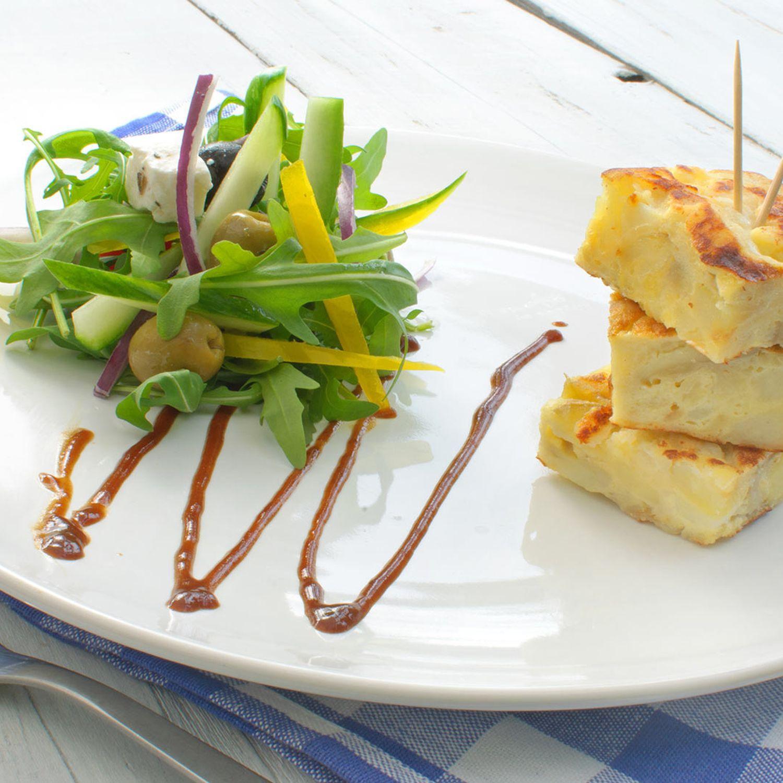 Topfen-Kartoffelterrine mit Salatbukett