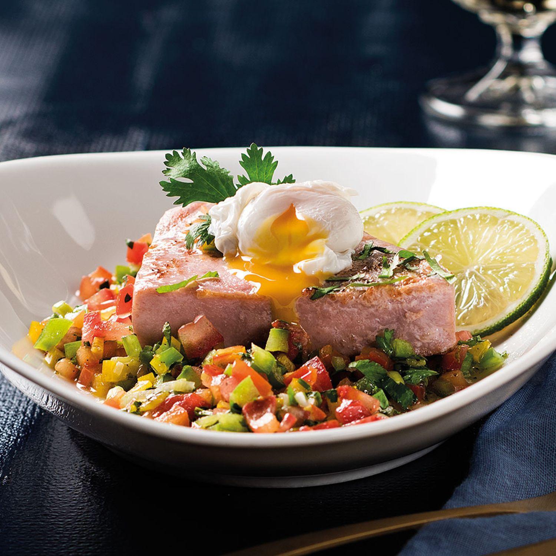 Gebratenes Thunfischsteak mit Jungzwiebelsalsa