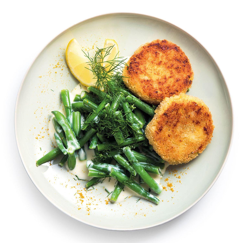 Kartoffel-Fischlaibchen mit Dill-Fisolen