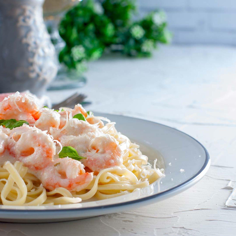 Spaghetti mit Limetten-Ingwer-Buttermilchsauce und Black Tiger-Garnelen