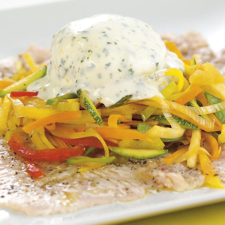 Truthahn mit Gemüse und Mayonnaise-Ei