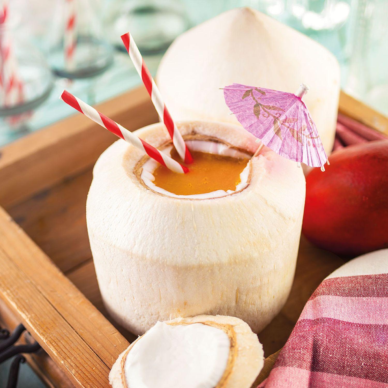 Mangolada in der Kokosnuss