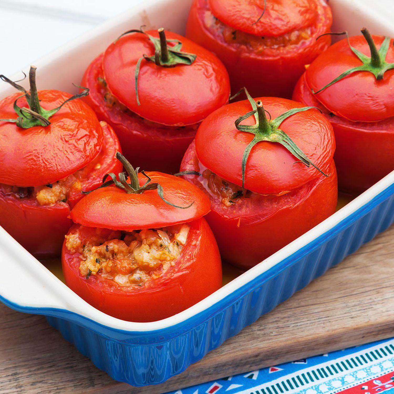 Gefüllte Tomaten mit geräuchertem Tofu