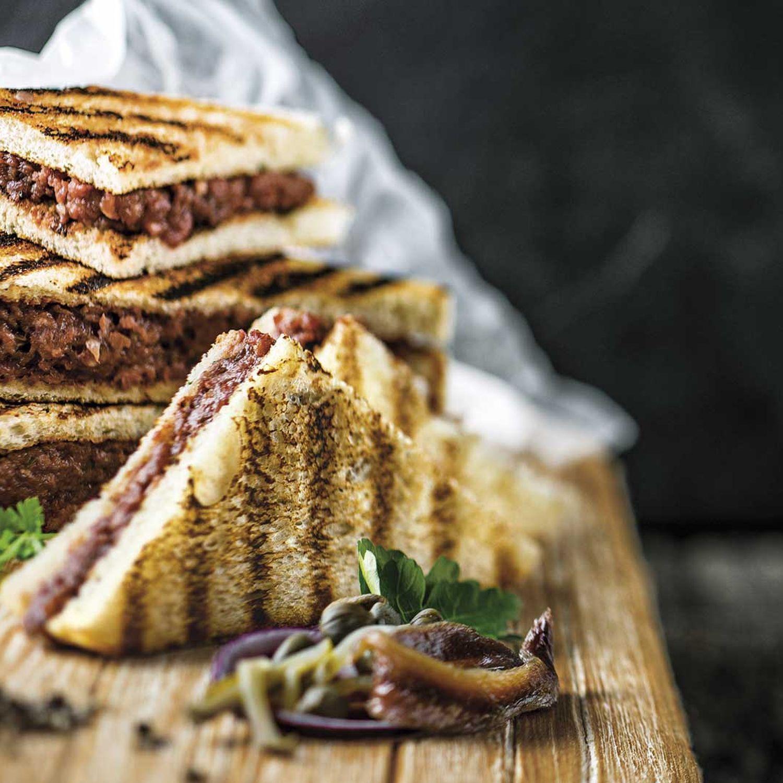 Gegrilltes Beef-Tartar-Sandwich