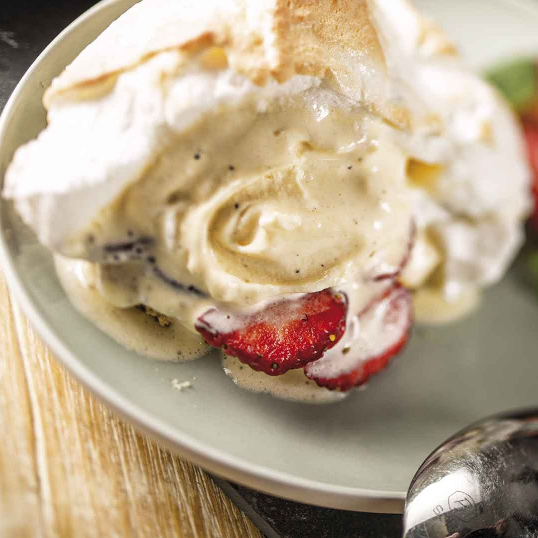 Gegrilltes Vanilleeis auf Biskuit
