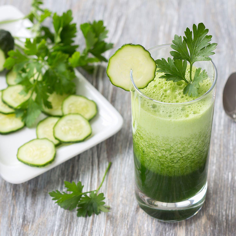 Gurken-Smoothie mit Kopfsalat und Birne