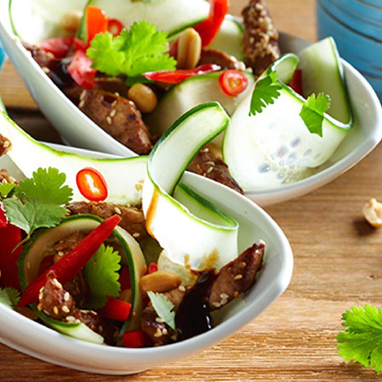 Thai-Gurkensalat mit Schweinefleisch