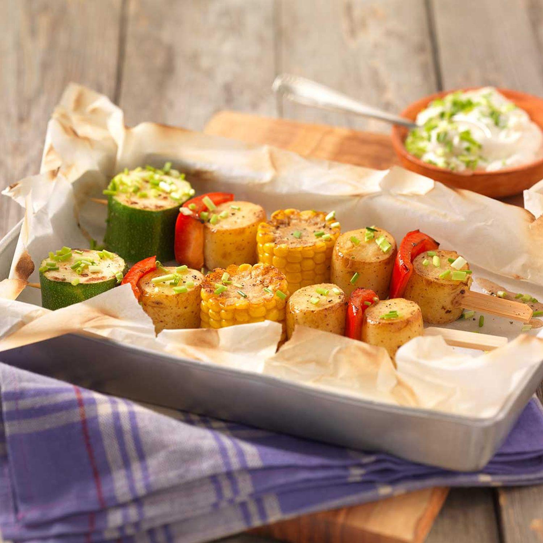 Kartoffel-Gemüsespieße mit Schnittlauch-Creme