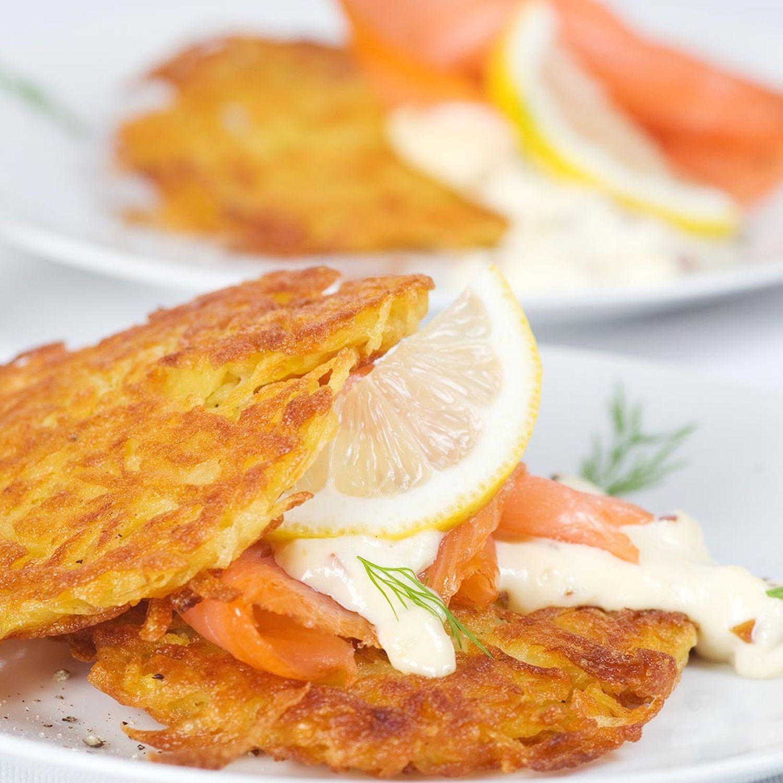 Kartoffelrösti mit Räucherlachs und Senf-Honigsauce
