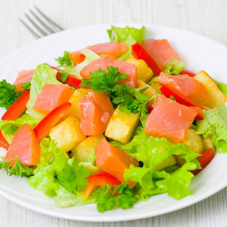Frühlingssalat mit Räucherlachs