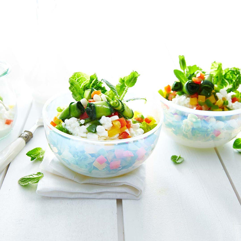 Salat mit Zucchini-Röllchen