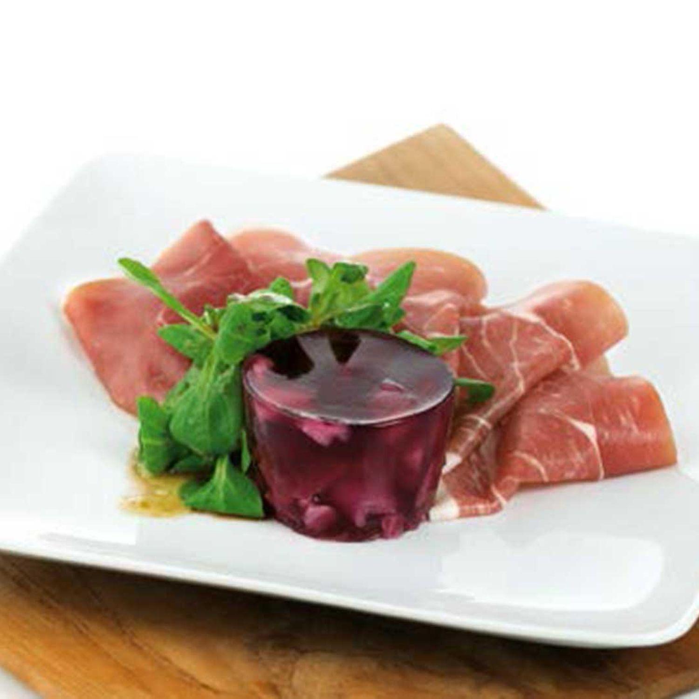 Rotkrautsulz mit Vogerlsalat und Prosciutto Crudo