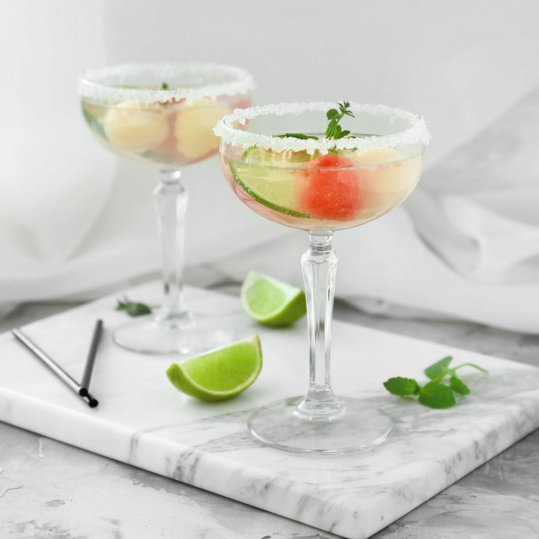 Eingelegte Melonenkugeln in Vodka