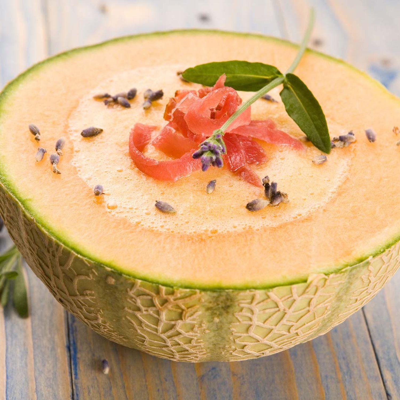 Kalte Melonensuppe mit Schinkenchips