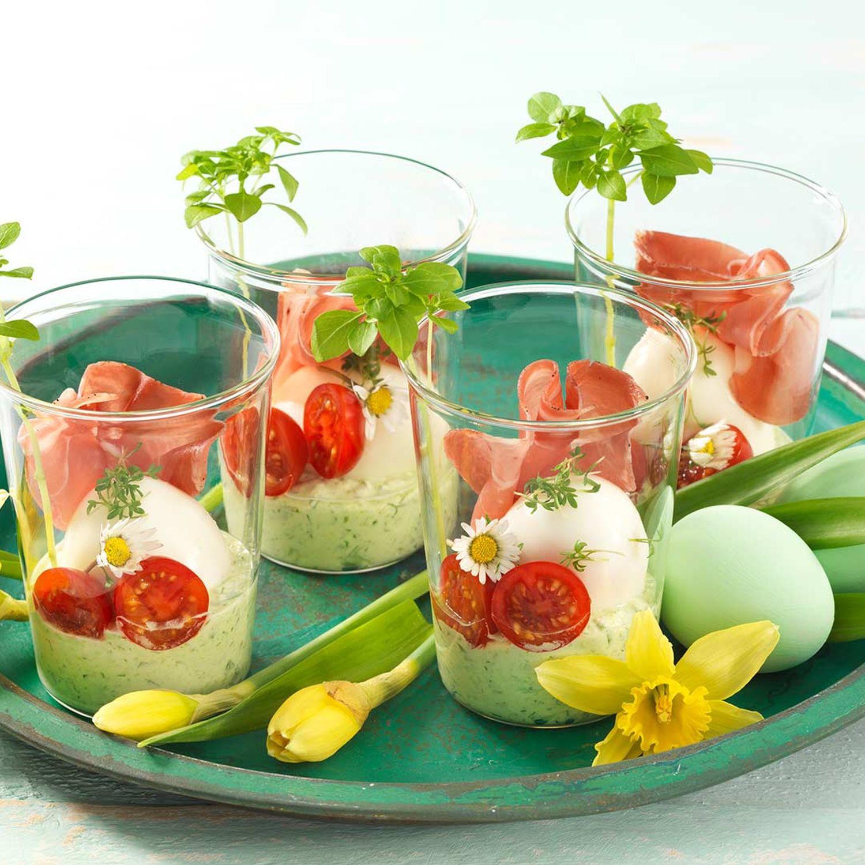 Ei im Glas auf Kräutersauerrahm