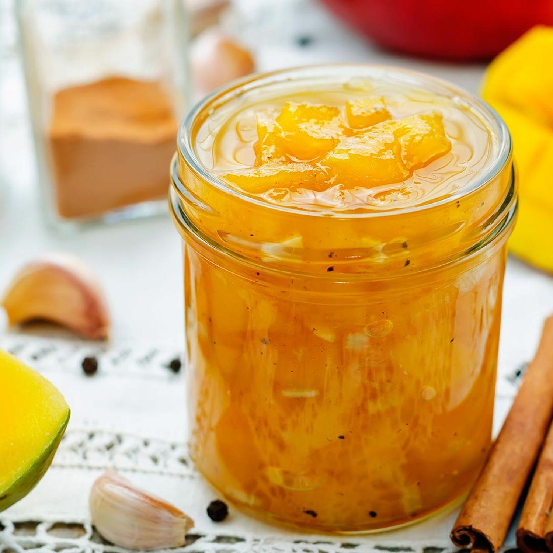 Duftreisbällchen mit Mango-Chutney