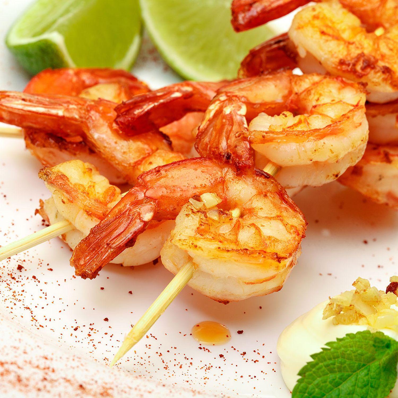 Garnelenspieße mit Papaya-Limetten-Salsa