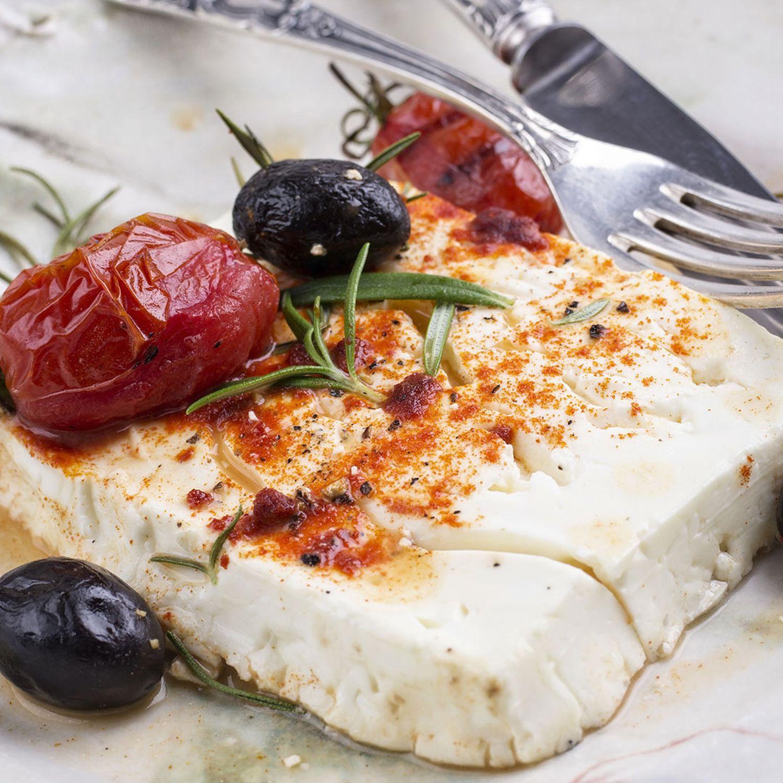 Gegrillter Feta auf Tomaten-Bulgur-Salat