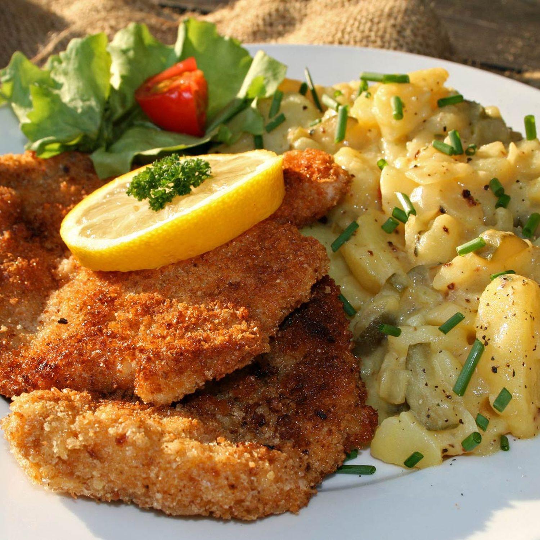 Hirschschnitzel mit Kartoffel-Vogerl-Salat