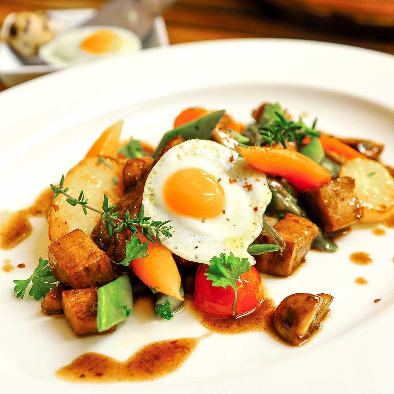 Kartoffel-Gemüse-Gröstl mit Rinderlende