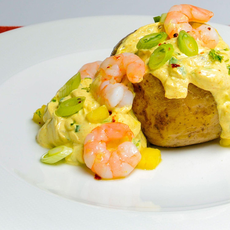 Ofenkartoffel mit karibischem Garnelendip