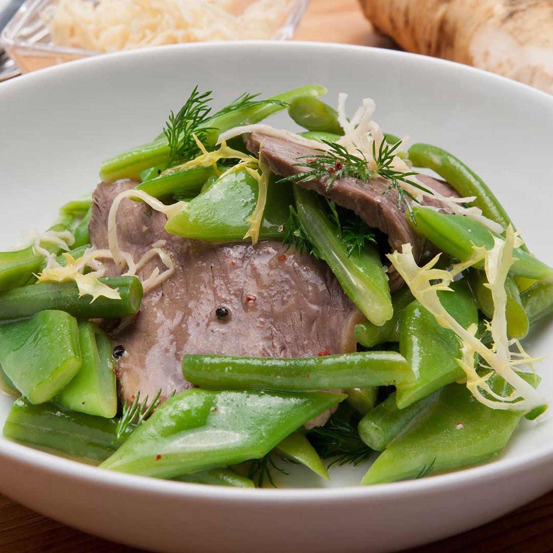 Rindfleischsalat mit Bohnen, Kren und Kürbiskernöl