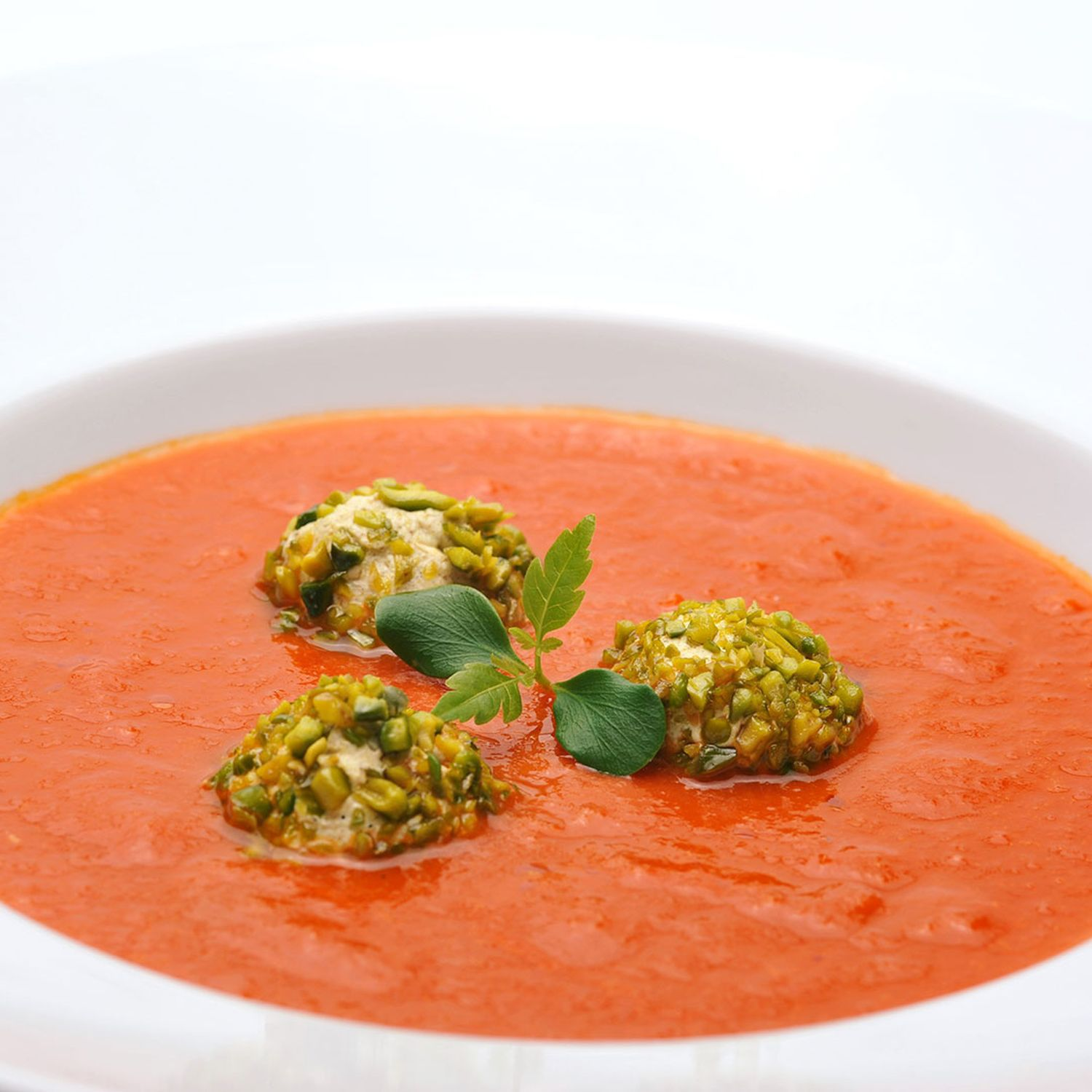 Tomaten-Chili-Suppe mit Joghurtnockerl