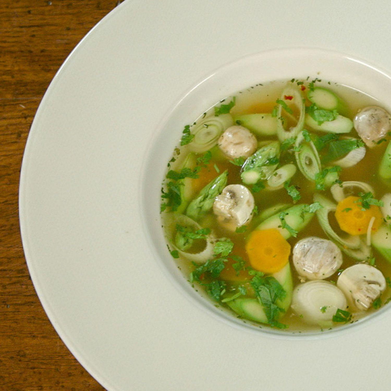 Vietnamesische Gemüsesuppe mit Nudeln