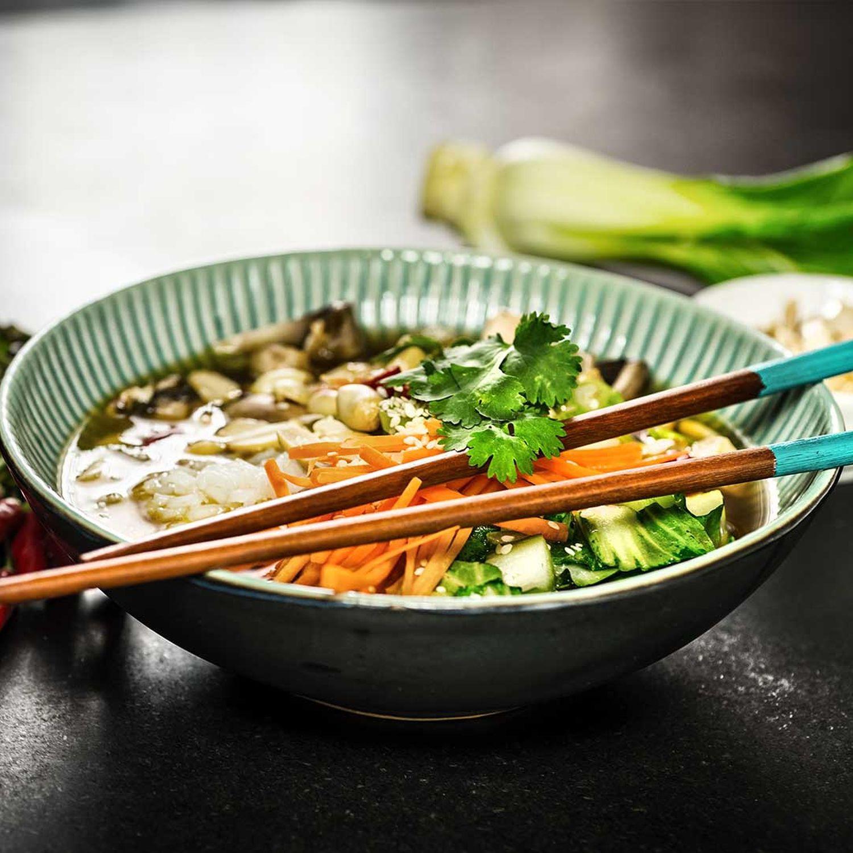 Buddha-Bowl mit Tofu und Basmatireis