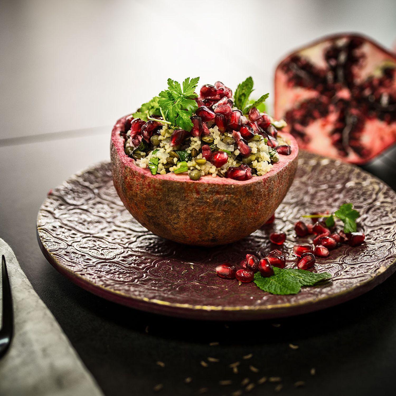 Couscous-Linsen-Salat mit Petersilie und Granatapfel