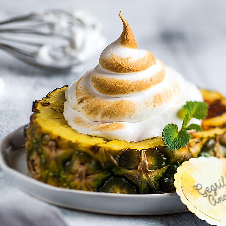Gegrillte Ananas gefüllt mit Eis