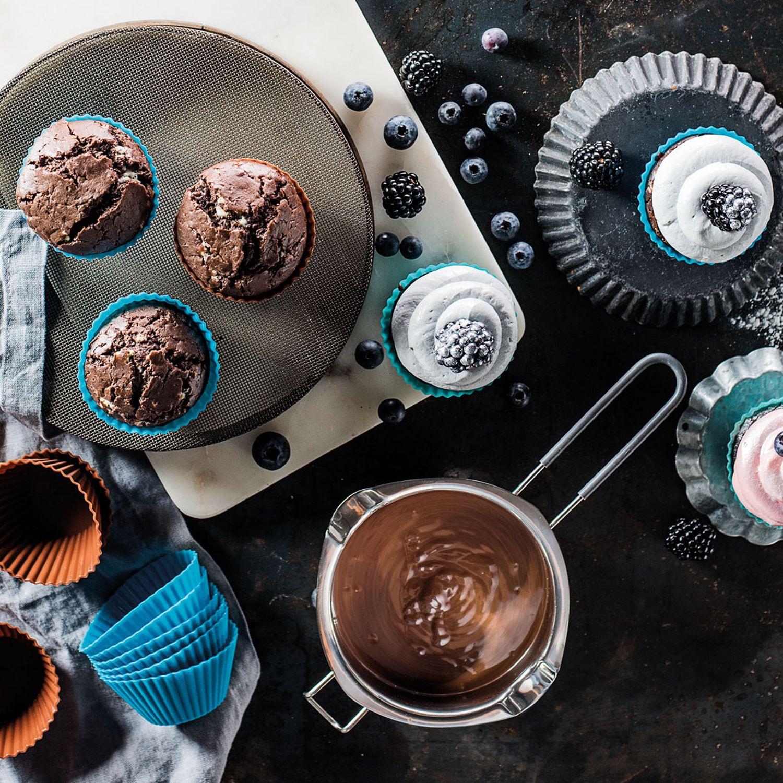 Schoko-Muffins mit buntem Topping