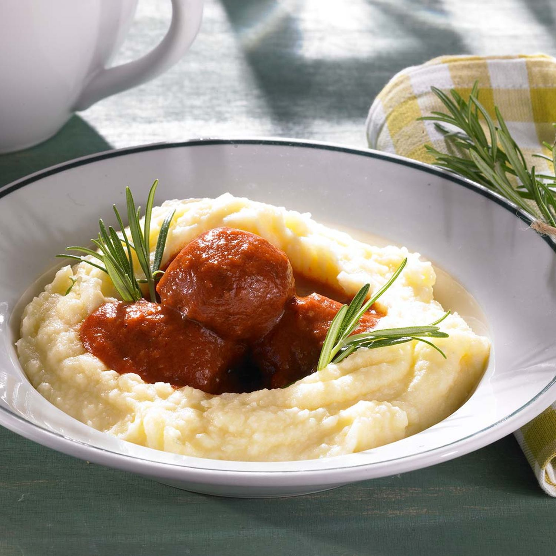 Veggie-Balls im Kartoffelpüree-Bett