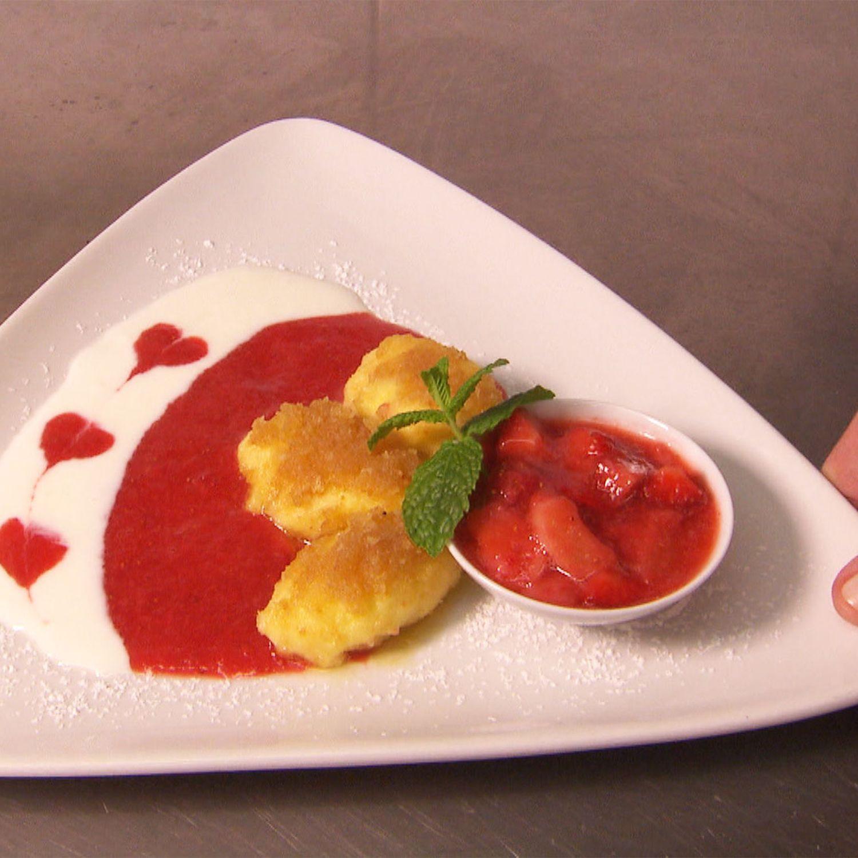 Topfennockerl mit Erdbeer-Rhabarber-Ragout