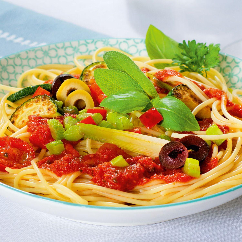 Spaghetti Arrabbiata mit gebratenem Gemüse
